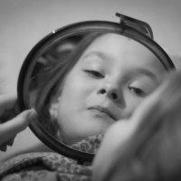 Свет мой-зеркальце, скажи... :: Руслан Веселов