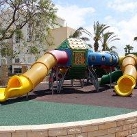 В детском парке :: vasya-starik Старик
