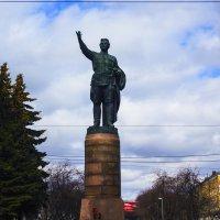 Памятник С.М.Кирову в центре г.Киров :: Артём Бояринцев