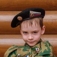 ... и сыну папина форма к лицу :: Svetlana Galvez