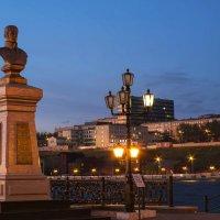 Вечер у памятника Андрею Фёдоровичу Дерябину :: Владимир Максимов