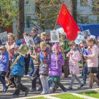 дети с фотографиями ветеранов :: Дмитрий Сушкин