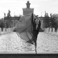 Фея у фонтана. :: Ирина Нафаня