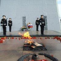 Почётный караул у Памятника Алёши в городе Герое  Мурманске :: Надежда