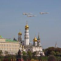 Боевые самолеты над Кремлём :: Андрей Вигерчук