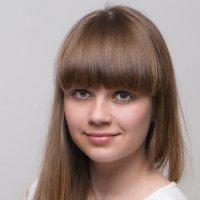 Портрет девушки с челкой :: Анатолий Тимофеев