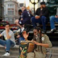 Африканские ритмы в центре Лондона на площади Circus :: Free