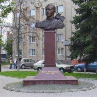 Памятник  Евгению  Коновальцу  в  Ивано - Франковске :: Андрей  Васильевич Коляскин