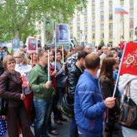 Наша  семья в составе бессмертного полка на главной улице города. :: Леонид Марголис