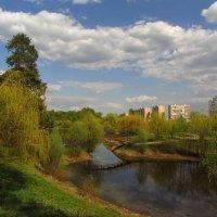 Это май-баловник, это май-чародей веет свежим своим опахалом :: Андрей Лукьянов