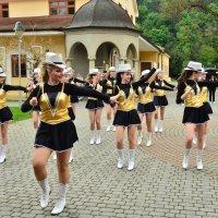 Уличные танцы :: Николай Танаев
