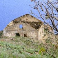Дом с удивительным окном. :: Геннадий Валеев