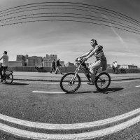 Не потому хорош велосипед, что денег не хватает на машину... :: Ирина Данилова