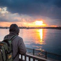 Любуясь красивым закатом... :: Алексей Белик