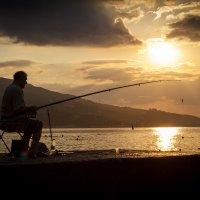 В попытке поймать восходящее солнце :: Павел Белоус