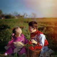 Алый закат и тюльпаны :: Olga Zhukova