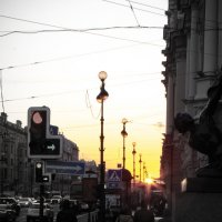 Разливающееся над Невским солнце... :: Герман