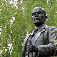 И Ленин такой молодой, и юный Октябрь впереди! :: Dr. Olver  ( ОлегЪ )