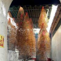 Ароматные спирали в храме :: Наталья Тимофеева
