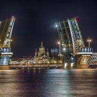Разводка Благовещенского моста :: Дмитрий Рутковский
