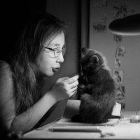 Девочка и котенок :: Ольга Афанасьева