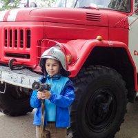 юный пожарный :: Сергей Старовойт