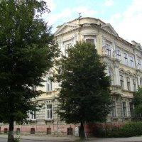 Жилой   дом  в  Ивано - Франковске :: Андрей  Васильевич Коляскин