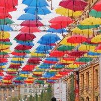 Свидания под парящими зонтиками :: Вера Моисеева