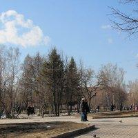 Сквер весной :: Олег Афанасьевич Сергеев