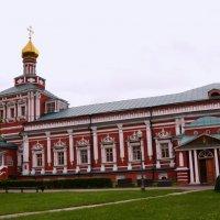 Успенская церковь и трапезная палата. :: Владимир Болдырев