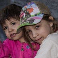 Две девочки :: Николай