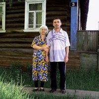 У родного дома :: Валентин Кузьмин