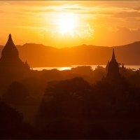 Буддийские храмы... :: Alexey Terentyev