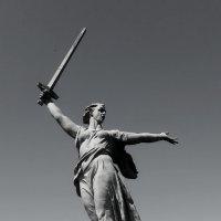 Мамаев курган. Статуя Родина-мать :: Григорий Кучушев