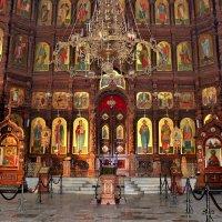 В храме Александра-Невского :: Наталья Маркелова