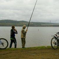 Рыбаки-велосипедисты. :: Валентина Налетова