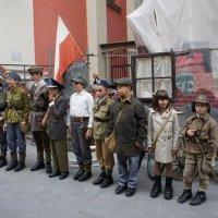 Юные повстанцы Варшавы.  Театрализация событий 1944 года :: Елена Павлова (Смолова)