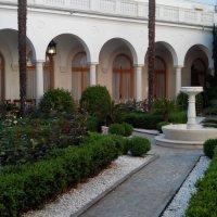 Ливадийский дворец-В Итальянском дворике :: Александр Костьянов