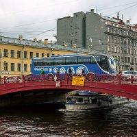 На мосту автобус встал :: Константин Бобинский