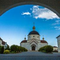 Вход в монастырь :: Игорь Вишняков