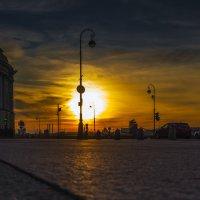Яркий закат на Адмиралтейской набережной :: Valeriy Piterskiy