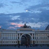 арка Главного штаба под луной :: Елена