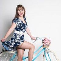 Девушка с велосипедом :: Сергей Александрович