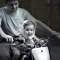 Маленькая байкерша :: Елена Ушакова