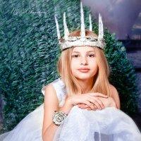 Холодная королева :: Мила Адамова