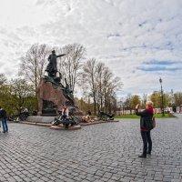 У памятника Макарову :: Алла Решетникова