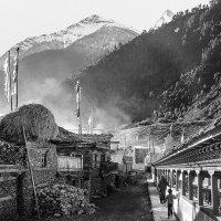Утро в горной деревне Непала. :: Владимир Чернышев