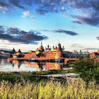 Соловецкий монастырь в лучах заката :: Елена Ушакова