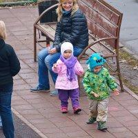 Дети и взрослые. Картинки... мимоходом. :: Геннадий Александрович