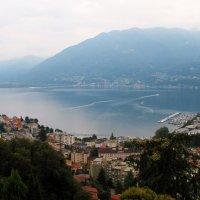 Лаго-Маджоре («большое озеро») — озеро на границе Швейцарии и Италии :: Лариса Мироненко